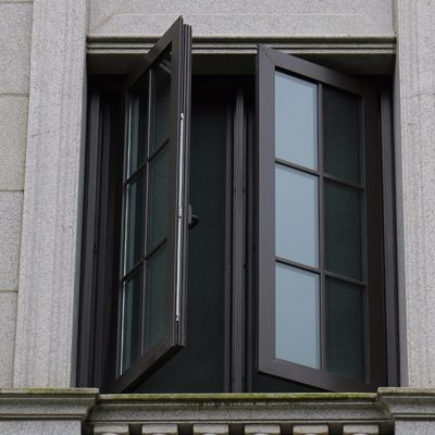 cửa sổ mở quay 2 cánh kính nan trang trí